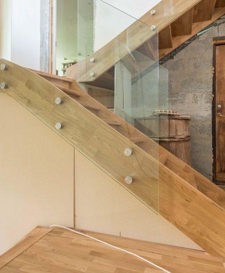 Drewniane dębowe schody: w formie I, Bezbarwny olej 3305.