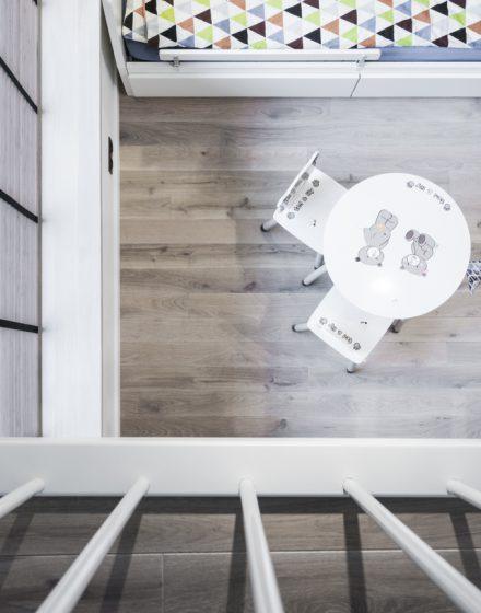 Medinės grindys mediniai laiptai U forma Balta 3408 Medžio stilius