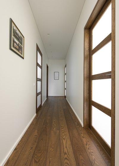 Medinės ąžuolinės durys D4F4S 3481 riešutas Medžio stilius