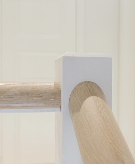 Mediniai ąžuoliniai laiptai: L forma, Skaidriai balta 3409 Medžio stilius