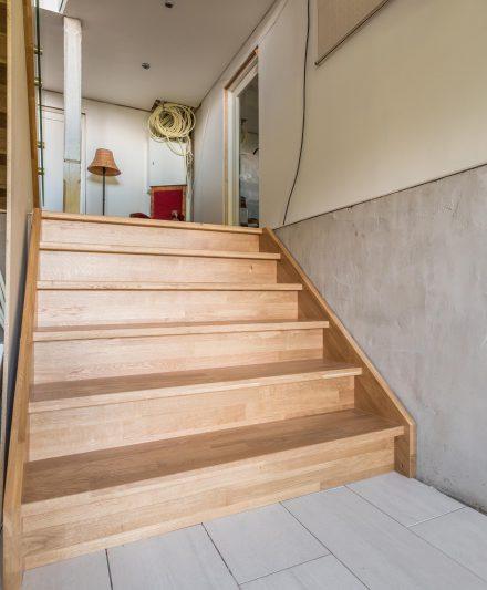 Drewniane schody z litego dębu: forma I, Bezbarwny olej 3305.