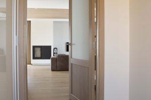 Drzwi D2F1S i dębowa podłoga, kolor Przezroczysta biel 3409