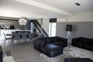 Ąžuolinė grindinė lenta, AQUA šukuota, spalva Q-3409 Skaidriai balta