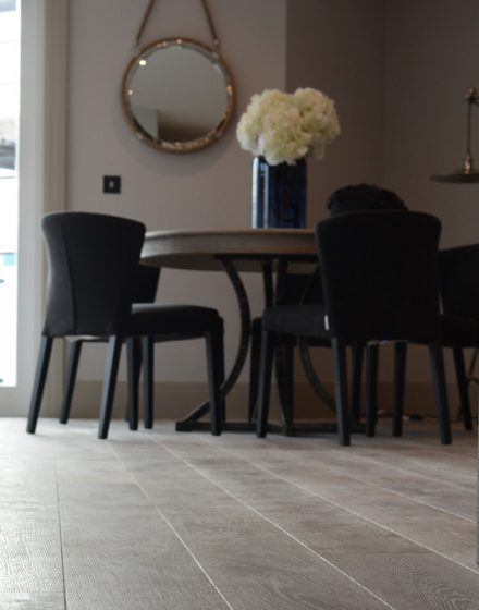 medines grindys skaidriai balta Medzio stilius
