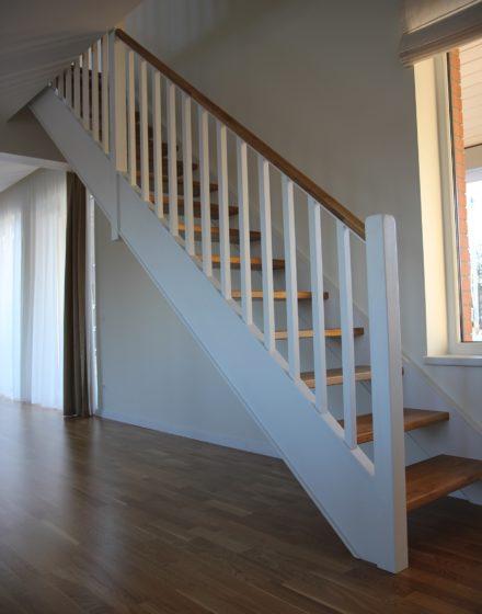 mediniai laiptai I forma dazyti bespalve alyva Medzio stilius