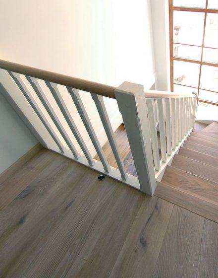 mediniai ąžuolo masyvo laiptai U forma Nordic N-3408 Medžio stilius