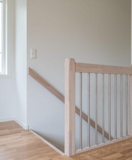 Mediniai ąžuoliniai laiptai I forma, Balta 3408 Medžio stilius
