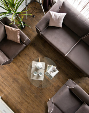 Medinės ąžuolinės grindys spalva Riešutas 3481 medžio stilius