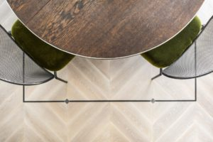 C-3418 kakava Medzio stilius medines grindys eglute